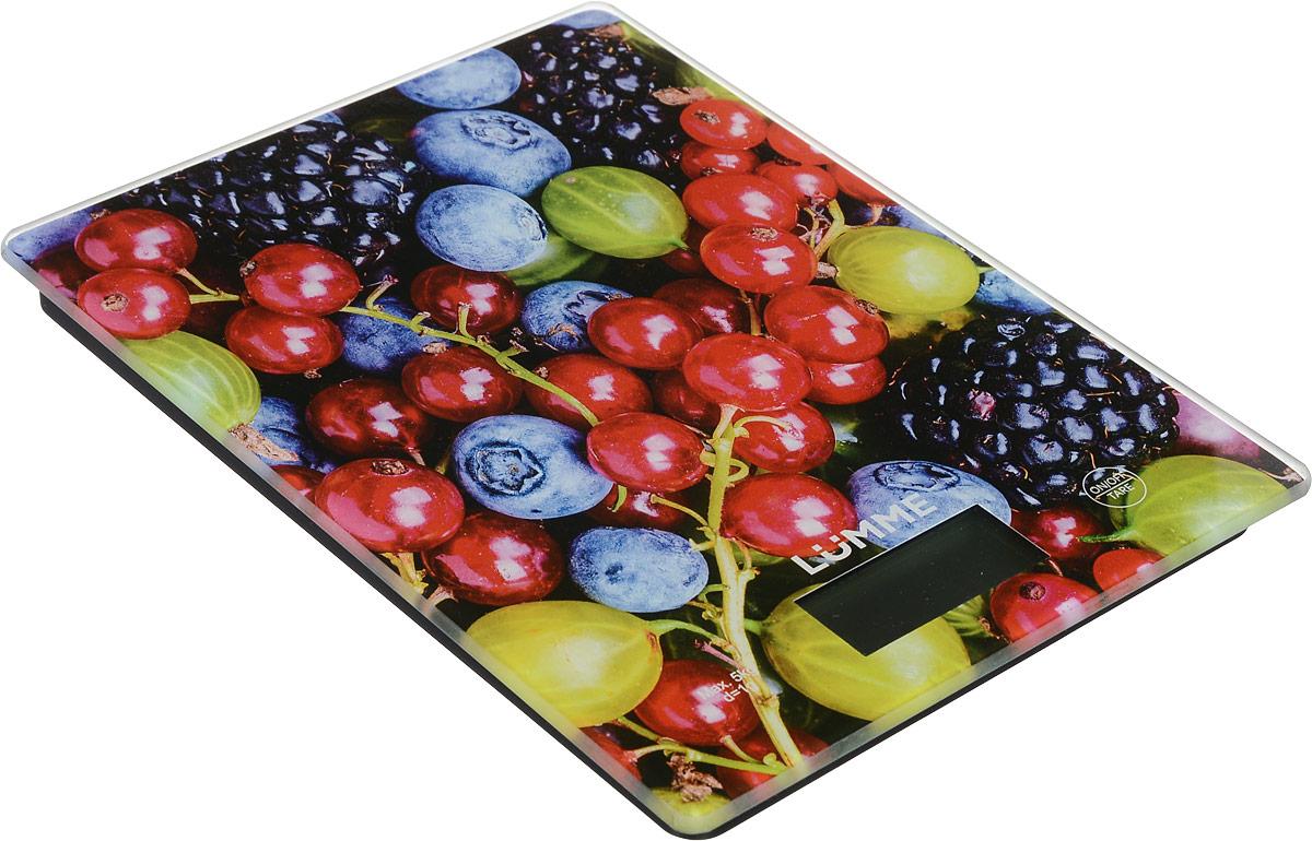 Lumme LU-1340 Ягодный микс весы кухонныеLU-1340Яркие кухонные весы Lumme LU-1340 с красивой и прочной поверхностью из закаленного стекла, большим жидкокристаллическим дисплеем и функцией ТАРА. Весы обеспечивают надежное взвешивание продуктов массой до 5 килограммов с точностью до 1 грамма и способны работать в различных единицах измерения (граммы, килограммы, унции, фунты, миллилитры). Функция ТАРА позволяет не учитывать массу посуды при взвешивании продуктов, а индикаторы перегрузки и замены батареи сделают работу весов бесперебойной в течение длительного времени. Для экономии заряда литиевой батарейки (входящей в комплект поставки) весы отключаются автоматически, если не используются. Кухонные весы - отличный помощник для тех, кто любит готовить точно по рецептам.