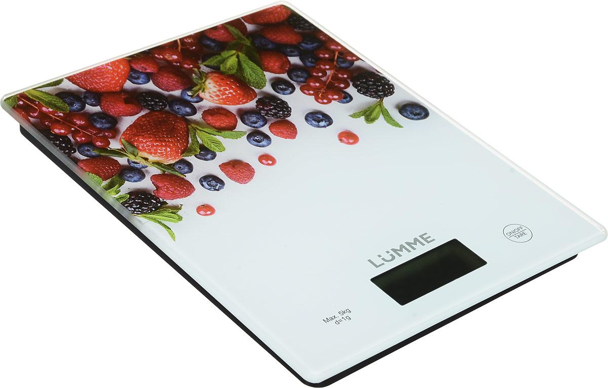 Lumme LU-1340 Лесная ягода весы кухонныеLU-1340Яркие кухонные весы Lumme LU-1340 с красивой и прочной поверхностью из закаленного стекла, большим жидкокристаллическим дисплеем и функцией ТАРА. Весы обеспечивают надежное взвешивание продуктов массой до 5 килограммов с точностью до 1 грамма и способны работать в различных единицах измерения (граммы, килограммы, унции, фунты, миллилитры). Функция ТАРА позволяет не учитывать массу посуды при взвешивании продуктов, а индикаторы перегрузки и замены батареи сделают работу весов бесперебойной в течение длительного времени. Для экономии заряда литиевой батарейки (входящей в комплект поставки) весы отключаются автоматически, если не используются. Кухонные весы - отличный помощник для тех, кто любит готовить точно по рецептам.