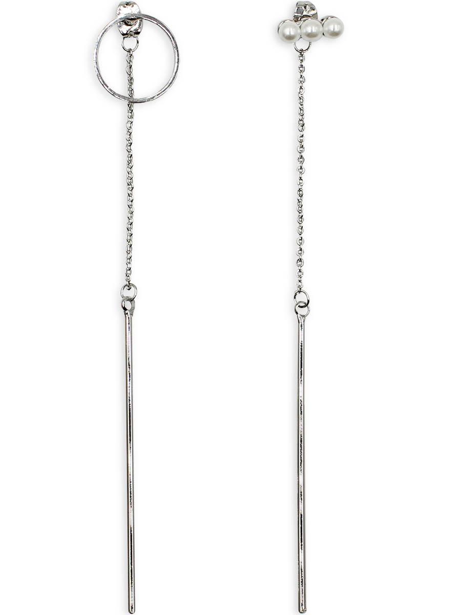 Серьги Taya, цвет: серебристый. T-B-12335T-B-12335-EARR-SILVERСерьги Taya выполнены из бижутерного плава и декорированы вставкой из искусственного жемчуга. На металлических заглушках крепятся цепи, которые заканчиваются серебряными круглыми палочками. На одном штифте полая окружность, на другом - полоска из трех мелких жемчужин.