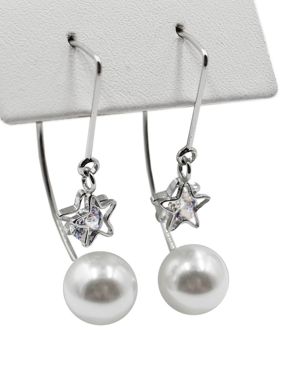 Серьги Taya, цвет: серебристый. T-B-12355T-B-12355-EARR-SILVERТоненькая дуга вставляется в прокол в мочке уха. Жемчужина одевается с одной стороны. С другой стороны симпатичная звездочка с капелькой-кристаллом (несъемная). Размеры: длина 3,7 см, диаметр жемчужины 0,9 см.