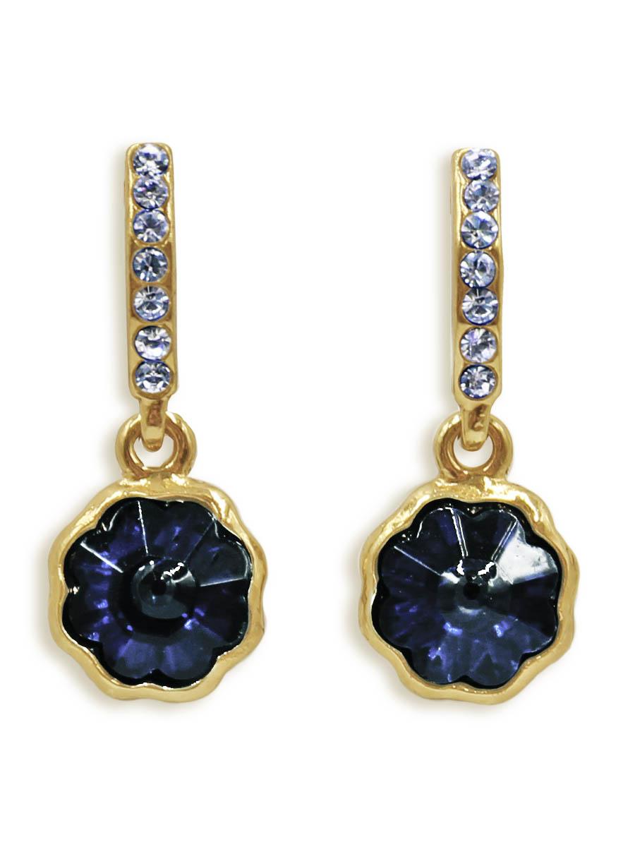 Серьги Taya, цвет: золотистый, темно-синий. T-B-12427T-B-12427-EARR-GL.D.BLUEСерьги-гвоздики с заглушкой металл-пластик изготовлены из бижутерного сплава. Маленькие, идеально нежные серьги выполнены в форме цветочков на подвеске. Цветочки оформлены сверкающими камушками.