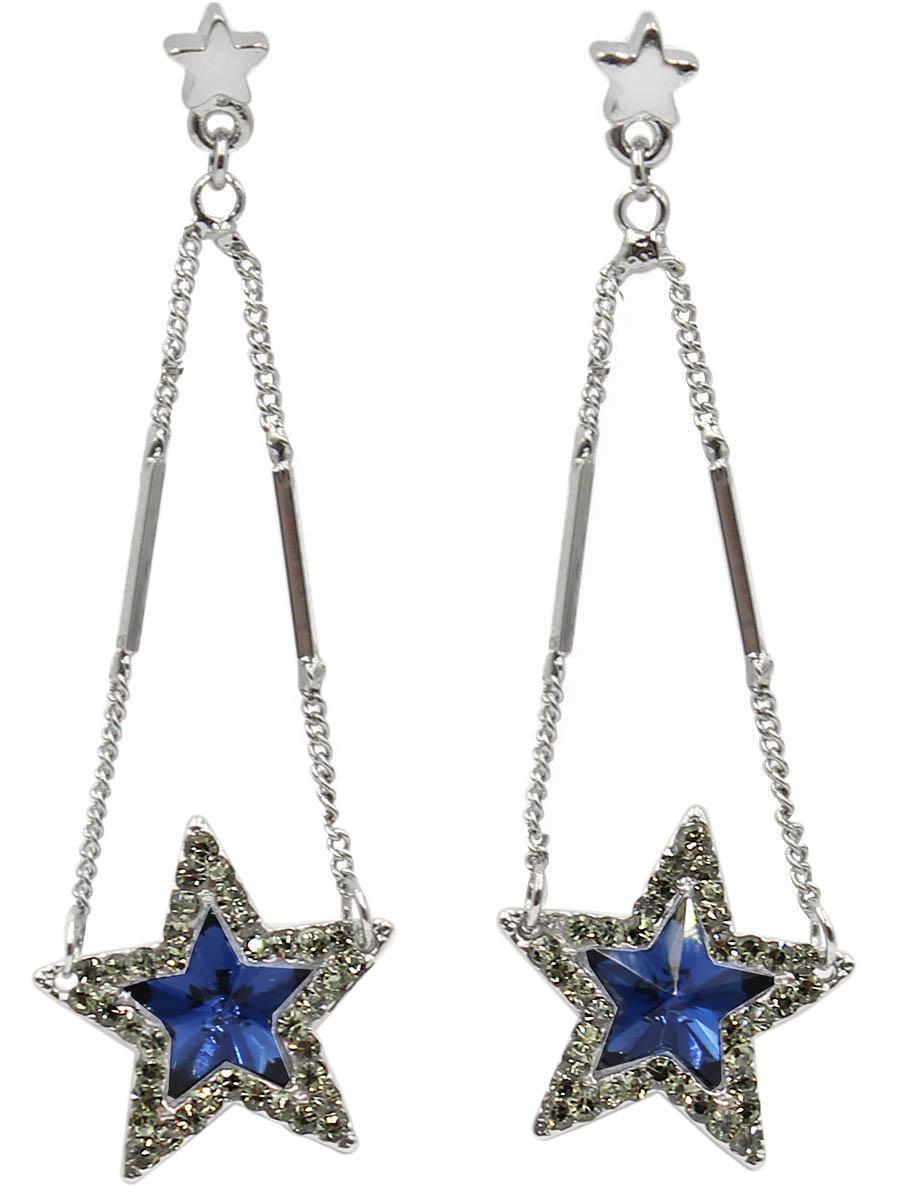Серьги Taya, цвет: хематит, темно синий. T-B-12439T-B-12439-EARR-HM.D.BLUEСерьги-гвоздики с заглушкой металл-пластик. Сверху малюсенькая звездочка, с которой спускаются серебряные комбинированные цепи. Внизу - красивая звезда с синим кристаллом, окруженным мелкими серо-зелеными стразами. Размеры: диаметр 5,8 см, звезда 1,8 см х 1,8 см.
