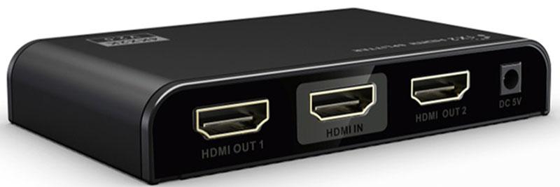 Greenconnect GL-312-V2.0 разветвительGL-312-V2.0Разветвитель Greenconnect GL-312-V2.0 предназначен для подключения одного устройства воспроизведения HD- видео к двум мониторам или телевизорам, оснащенным разъемом HDMI. При помощи разветвителя можно воспроизводить высококачественное изображение на демонстрационном стенде или в магазине техники, транслировать спортивные мероприятия или развлекательные шоу в баре или клубе, показывать обучающие и научные передачи в образовательных учреждениях, выводя изображение на несколько экранов одновременно. Модель оснащена усилителем сигнала, что дает возможность использовать кабели HDMI длиной до 15 м от источника сигнала до сплиттера и до 25 м - до устройства воспроизведения. Такая длина позволяет создать максимально удобную и эффективную инфраструктуру трансляции видео. Greenconnect GL-312-V2.0 соответствует стандарту HDMI v2.0 и поддерживает разрешение видео до UltraHD 4Kx2K и трансляцию 3D изображения, а значит качество картинки на экране будет отличным,...