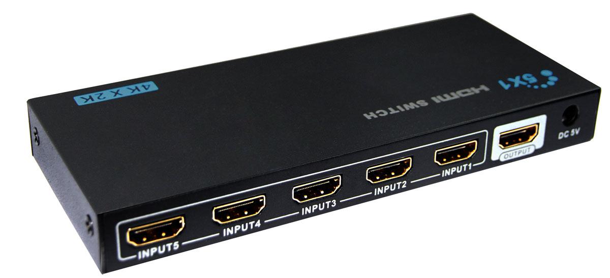 Greenconnect GL-501E переключатель HDMIGL-501EПереключатель HDMI предназначен для подключения нескольких источников цифрового HDMI сигнала к HD-телевизору, проектору или монитору. С помощью переключателя входного сигнала осуществляется одновременное подключение всех источников и последующее переключение между ними. Теперь компьютер, ноутбук, Blu-ray проигрыватель, игровая приставка или домашний кинотеатр, могут быть всегда подключены к телевизору, вне зависимости от того, что используется в данный момент, а значит нет необходимости постоянного переключения кабелей. Что в свою очередь увеличивает срок жизни техники, ведь разъемы не изнашиваются и не выходят из-за этого из строя. Greenconnect GL-501E поддерживает передачу изображения в качестве до UltraHD 4Kx2K включительно, поэтому изображение на экране телевизора будет качественным, четким и насыщенным. Коммутатор совместим с форматом HDMI v1.4 с передачей 3D изображения, что позволяет получать удовольствие от просмотра любимых фильмов в...