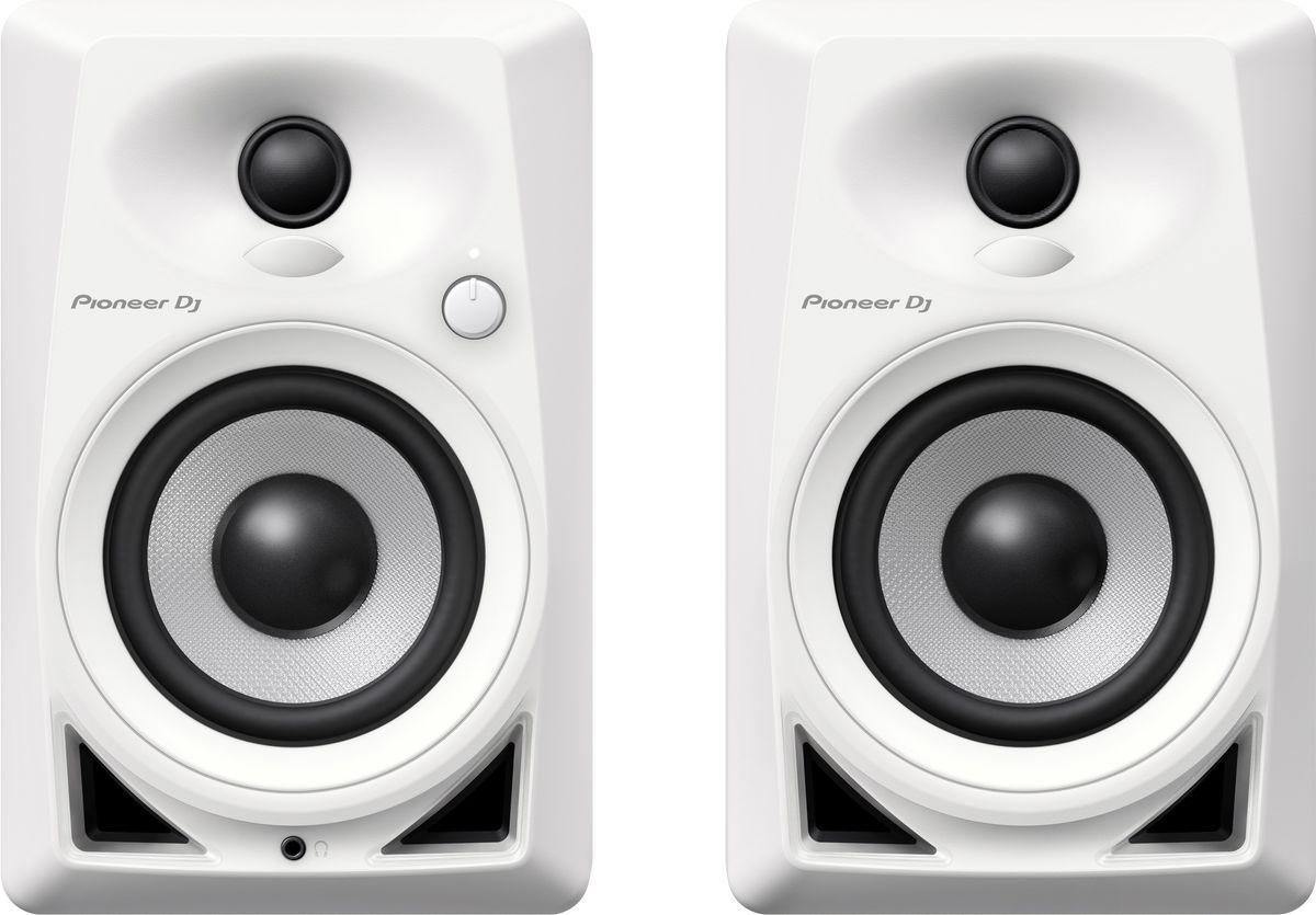 Pioneer DM-40-W активная акустическая система (пара)406011Компактные мониторы Pioneer DM-40 построены с использованием высококачественных компонентов от дочернего бренда Pioneer Pro Audio - TAD. Так же, в новой модели применены технологии из профессиональных DJ мониторов серии S-DJ X, например, фронтальная система Bass Reflex, благодаря которой бас становится упругим и ощутимым. Мягкие купольные твиттеры с выпуклыми диффузорами DECO воспроизводят стереозвук с 3D эффектом и широкой зоной комфортного прослушивания; благодаря чему звучание будет чистым и энергичным, независимо от того, сидите ли вы за производством трека, стоите ли вы за вертушками, или просто слушаете музыку со смартфона. Мониторы Pioneer DM-40 станут универсальным домашним комплектом, с простым подключением к диджейскому набору или рабочей станции с помощью входов RCA или стерео миниджека. Фронтальная система bass reflex обеспечивает богатство низких частот. 4-дюймовые НЧ драйверы из стекловолокна работают в режиме фронтального прямого...