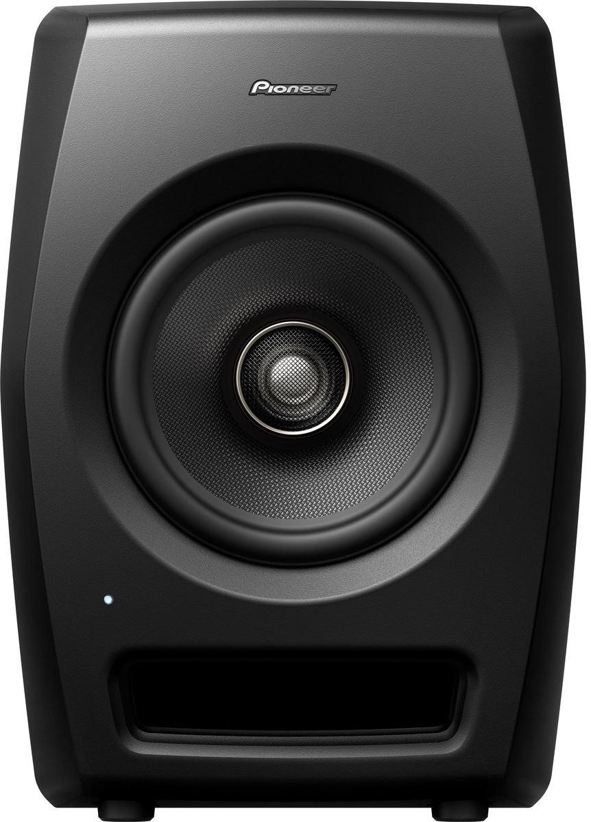 Pioneer RM-07 активная акустическая система для студии404607Pioneer RM-07 — референсная мониторная акустика для профессиональных студий. Сконструирована с использованием технологий профессионального звука и имеет нейтральное неокрашенное звучание при высоком звуковом давлении SPL и ясной читаемости во всем частотном диапазоне. Мониторы подойдут для работы в ближнем поле над задачами, требующими высокого разрешения. Ставка сделана на инновации в дизайне, коаксиальную конструкцию динамика и, как следствие, улучшенные акустические характеристики. Высокочастотный резонатор располагается по центру громкоговорителя, благодаря чему звук исходит из одной точки. Динамики из арамидового волокна уменьшают воздушные колебания, а полуторадюймовый высокочастотный резонатор предназначен для воссоздания экстремально высоких частот. ВЧ-излучатель разработан с использованием уникальных технологий Pioneer. Форма и материал обеспечивают ровную характеристику в ВЧ-диапазоне вплоть до 50 кГц. Низкочастотные драйверы...