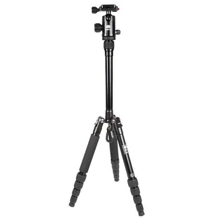 Sirui T-005KX+C-10KS, Black штативT-005KX+C-10KSВпечатляющий штатив Sirui T-005KX+C-10KS был специально разработан для нужд сегодняшнего дня! Для съемки с помощью цифровых камер, цифровых зеркальных камер и компактных видеокамер. Штатив Sirui T-005KX - это блестящий, яркий внешний вид, что делает его похожим на произведение искусства! Его компактные размеры в сложенном состоянии на 30% меньше, чем другие подобные штативы. Для него всегда найдется место в вашей сумке или рюкзаке! Штатив идеален для большинства съемочных ситуаций, его высота более чем 130 см (51,4 дюйма) при весе 900 граммов. Так же как и профессиональная линия штативов Sirui, здесь нет компромиссов в области качества. Все детали из алюминиевого сплава формуются при высокой температуре для максимальной прочности, а специальная процедура анодирования поверхности Sirui обеспечивает превосходную защиту от износа и коррозии. Штативная головка C-10KS является высококачественной шаровой головкой, которая идеально дополняет...