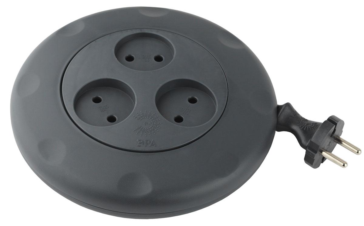 ЭРА UR-3-3m-B, Black удлинитель-рулеткаUR-3-3m-BУдлинитель ЭРА Calypso Катушка - удобный ручной механизм сматывания провода Максимальная мощность - 10А/2200В Материал копуса - полипропилен с антипиренами (негорючий) Контактные группы - латунь 3 гнезда 3 м (10/600)