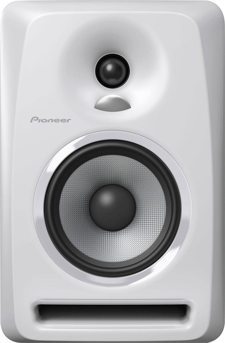 Pioneer S-DJ50X-W активная акустическая система344563Акустическая система Pioneer S-DJ50X-W воспроизводит точный звук во всем частотном диапазоне и способна прекрасно передавать низкие частоты даже на высокой громкости. Динамики сделаны из арамидного волокна с технологией крепления, предотвращающей возникновение резонансов. Система оснащена однодюймовым твитером с использованием технологии производства конвекционных диффузоров DECO компании TAD, а биампинговая система усиления класса АВ способствует воспроизведению сбалансированного звучания всех частот без потери качества. Благодаря наличию нескольких входов, регулировки громкости и высоких частот, автоотключения и включения, Pioneer S-DJ50X-W прекрасно подойдет как для профессионального, так и для любительского диджеинга. Твитер с выпуклым диффузором TAD воспроизводит пространственный высокочастотный сигнал: однодюймовый мягкий купольный твитер разработан с применением технологии DECO, применяемой в известных мониторах TAD Pro TSM-2201-LR, которые...
