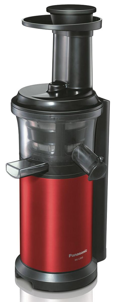 Panasonic MJ-L500RTQ шнековая соковыжималкаMJ-L500RTQС соковыжималкой Panasonic MJ-L500 вы получите однородный сок с насыщенным вкусом, богатый питательными веществами. С помощью насадки для замороженных фруктов и овощей можно готовить полезные для здоровья десерты. Благодаря невысокой скорости вращения шнека - 45 об/мин., питательные вещества не разрушаются в результате нагрева при трении. Это высокоэффективный способ получения питательных веществ. Вы можете отжимать сок как из твердых, так и из мягких фруктов и овощей, поскольку нижняя часть шнека изготовлена из нержавеющей стали. На носике чаши соковыжималки предусмотрена специальная прорезиненная крышка Анти-капля. Поверх сетки соковыжималки надевается специальная силиконовая щетка. Во время работы прибора щетка вращается автоматически, удаляя мякоть с поверхности сетки, не позволяя фильтру забиться. Прорезиненные ножки обеспечивают дополнительную устойчивость прибору. Автоматическая самоочистка ...