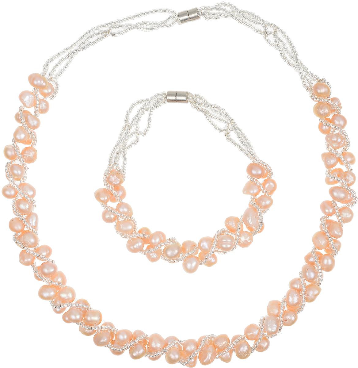 Комплект бижутерии Art-Silver: ожерелье, браслет, цвет: персиковый. N064-605N064-605Великолепный комплект бижутерии Art-Silver состоит из оригинального ожерелья и браслета. Изделия выполнены из бижутерного сплава, жемчуга и бисера. Ожерелье оформлено бусинами, застегивается на магнитный замок. Браслет так же оформлен бусинами и застегивается на магнитный замок.