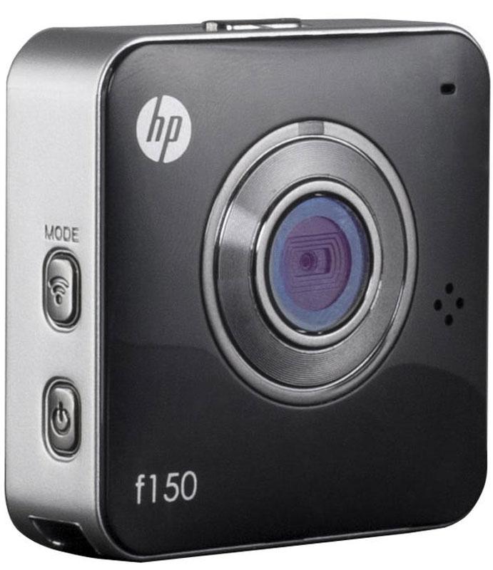 HP f150, Black экшн-камера2671001115HP f150 - компактная и простая в использовании камера от компании Hewlett-Packard. Одно из основных преимуществ – удобный, миниатюрный корпус, позволяющий использовать камеру практически в любых обстоятельствах. Это простое на вид устройство, сочетает в себе широкий набор возможностей и отличное качество съемки. Настроив трансляцию с камеры на компьютер или смартфон, вы сможете не пропустить самые важные моменты, и держать события под контролем. Поддержка карт памяти до 64 ГБ, позволяет записывать продолжительные видео фрагменты. Режим видеоняня, станет отличным источником для домашнего видеоархива. Экшн-камеру можно использовать как видеорегистратор. Широкий набор креплений, идущих в комплекте к камере, позволяет закреплять ее в различных положениях. Емкость аккумулятора: 700 мАч