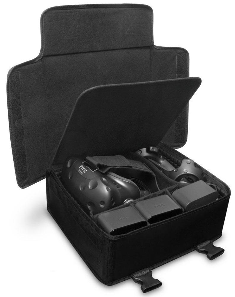 Hyperkin VR Carry Pak, Black сумка для переноски HTC Vive (M07202)M07202Сумка Hyperkin VR Carry Pak изготовлена из прочной нейлоновой ткани с дополнительной защитой из пены. Имеет несколько модульных отсеков. Регулируемый плечевой ремень позволяет удобно транспортировать систему виртуальной реальности. Дополнительные защитные прокладки и внутренняя поверхность сумки выполнена пористой мягкой сеткой.