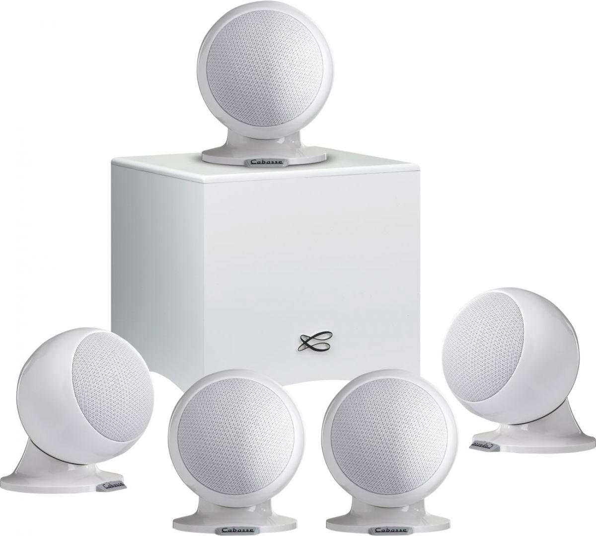 Cabasse Alcyone 2 System 5.1, White акустическая система для домашнего кинотеатраCABASSE ALCYONE 2 SYSTEM 5.1 (GLOSSY WHITE)Комплект акустики для домашнего кинотеатра Cabasse Alcyone 2 5.1 включает в себя активный сабвуфер, пять сателлитов Alcyone 2 и набор соединительных кабелей. В основе этой аудиосистемы – принцип абсолютной точности систем SCS (Cabasse Spatially Coherent System), заимствованный у акустики hi-end класса ARTIS, благодаря которому Cabasse Alcyone 2 5.1 способна показать свои возможности и дать слушателю эмоционально наполненное восприятие звука. Сателлиты Alcyone 2 обладают высокой эффективностью и мощностью, равномерным распределением звукового поля, а главное, особым звучанием, способным донести все эмоции при прослушивании концерта или просмотре любимого фильма. Магнитное экранирование позволяет устанавливать Alcyone 2 в непосредственной близи от вашего телевизора. Спикеры могут быть размещены на полке, на стене или на опциональных напольных стендах. Магнитное основание Alcyone 2 облегчает их размещение. Сабвуфер Cabasse Santorin оснащен динамиком 170...