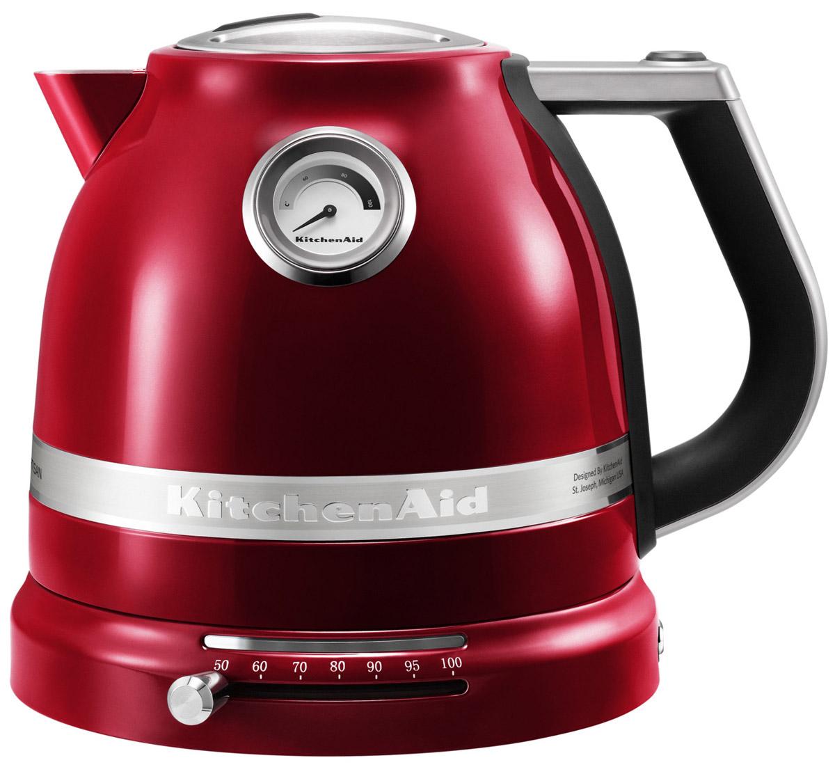 KitchenAid Artisan (5KEK1522ECA), Red Caramel электрочайник5KEK1522ECA Red CaramelЭлектрический чайник KitchenAid ARTISAN объемом 1,5 литра - это новое слово в бытовой технике. Великолепные формы, эргономичность и элегантность - лучший образец, который обязательно должен быть на любой кухне. Выпить чашку чая с KitchenAid ARTISAN - это доставить себе истинное наслаждение и удовольствие. Ценители чайного напитка прекрасно знают, что каждый вид чая требует своей температуры воды. Но добиться нужного нагрева с обычной моделью было невероятно сложно. Теперь все изменилось: с двустенным электрическим чайником KitchenAid ARTISAN объемом 1,5 литра вы можете: выбирать нужную температуру нагрева от 50 до 100 градусов; поддерживать воду горячей в течение всей чайной церемонии; видеть температуру воды даже тогда, когда чайник не стоит на своей платформе; не ждать любимого напитка дольше положенного - этот прибор нагревает воду моментально.