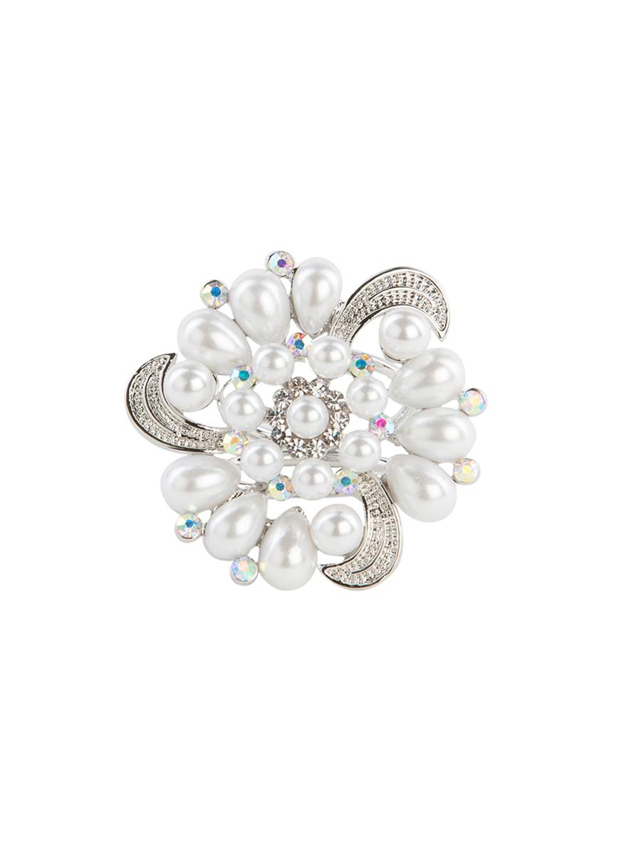 Кольцо для платка Charmante, цвет: серебро. ZK016ZK016Оригинальное кольцо для платка Charmante выполнено из металла в виде цветка. Кольцо декорировано стразами и жемчужными бусинами. Аксессуар с внутренней стороны дополнен кольцами-держателями. Стильное кольцо придаст вашему образу изюминку и подчеркнет индивидуальность.