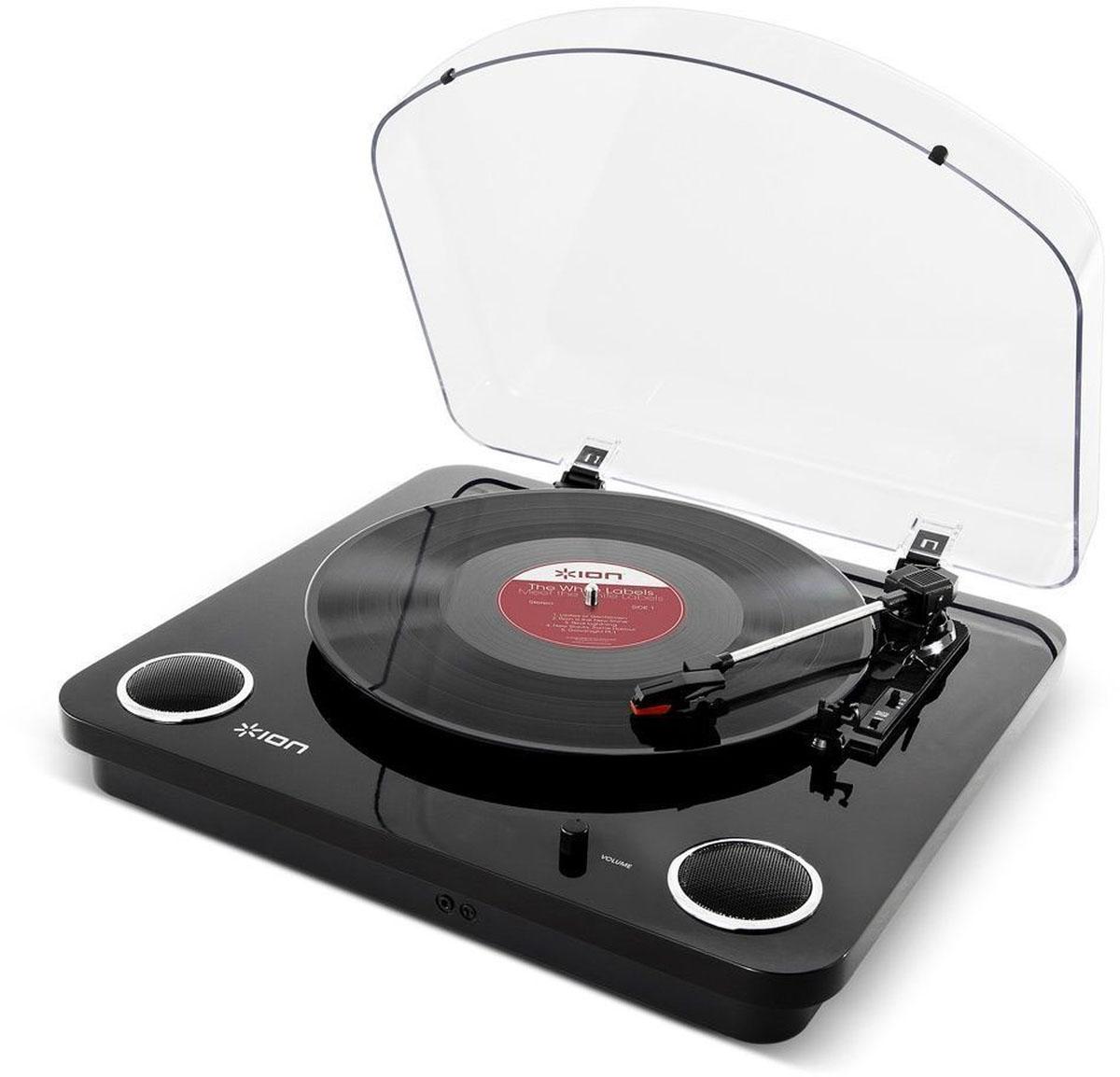 ION Audio Max LP, Black проигрыватель виниловых дисковIONmaxbkВиниловый проигрыватель ION Audio Max LP имеет стильный ретро-дизайн, а также оснащен USB-портом и разъемом для подключения наушников. Подсоединив устройство к ПК или Mac, вы можете оцифровывать ваши любимые композиции в формат MP3. Специальная программа по конвертации EZ Vinyl/Tape Converter идет в комплекте. Программа автоматически формирует отдельные треки. Благодаря аудио выходам RCA музыку с Max LP можно слушать на внешних стерео-колонках. Защитная крышка надежно сохранит проигрыватель и иглу в чистоте.