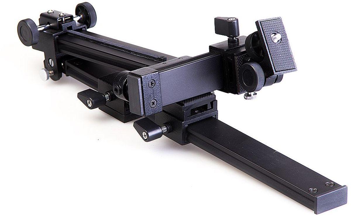 Кронштейн к зрительной трубе Veber. 1110311103Универсальный кронштейн, предназначенный для сопряжения фотоаппарата со зрительной трубой. ОПИСАНИЕ Универсальный кронштейн, предназначенный для сопряжения фотоаппарата со зрительной трубой. Кронштейн изготовлен из силумина, он имеет максимально возможное количество подвижек для точной установки камеры, относительно окуляра зрительной трубы. Отличительная особенность: Обычно зрительная труба устанавливается непосредственно на штатив. При этом возникает риск повреждения зрительной трубы при случайном нажатии на «объективную» часть, что особенно опасно для больших зрительных труб (возникает большой «рычаг» и выламывается узел крепления трубы на штативе или головка штатива). В данной конструкции узел крепления трубы на штативе крепится сначала к подвижной площадке на горизонтальной направляющей нашего кронштейна, после чего уже эта горизонтальная направляющая крепится к головке штатива. Возникают две точки опоры, риск повреждения самой зрительной трубы...