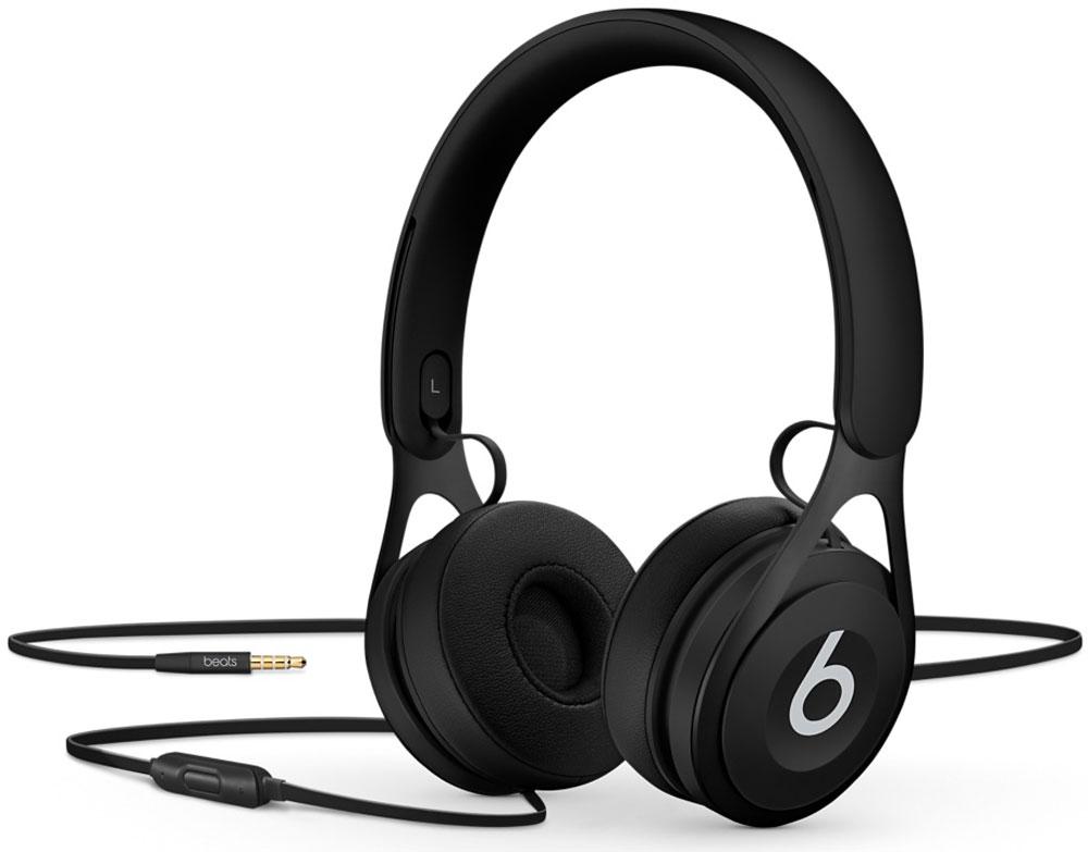 Beats EP, Black наушникиML992ZE/AНакладные наушники Beats EP обеспечивают великолепно сбалансированный звук. Время воспроизведения не ограничено аккумуляторами, а тонкая прочная конструкция усилена лёгкой нержавеющей сталью. Beats EP — это идеальное знакомство с Beats для всех, кто любит музыку и ищет богатое динамичное звучание. Накладные наушники Beats EP обеспечивают великолепно сбалансированный звук — такой, каким он был задуман. Акустическая система точно настроена для чистого, сбалансированного звучания в широком диапазоне. Наушники Beats EP прочные, лёгкие и удобные. Тонкая прочная конструкция усилена лёгкой нержавеющей сталью и вертикальными слайдерами, положение которых можно настроить для удобной посадки. Созданы для повседневного использования. Beats EP созданы, чтобы сопровождать вас повсюду. Никаких аккумуляторов — время воспроизведения не ограничено, а фиксированный кабель с защитой от запутывания позволяет сосредоточить всё внимание на музыке. Надевайте — и...