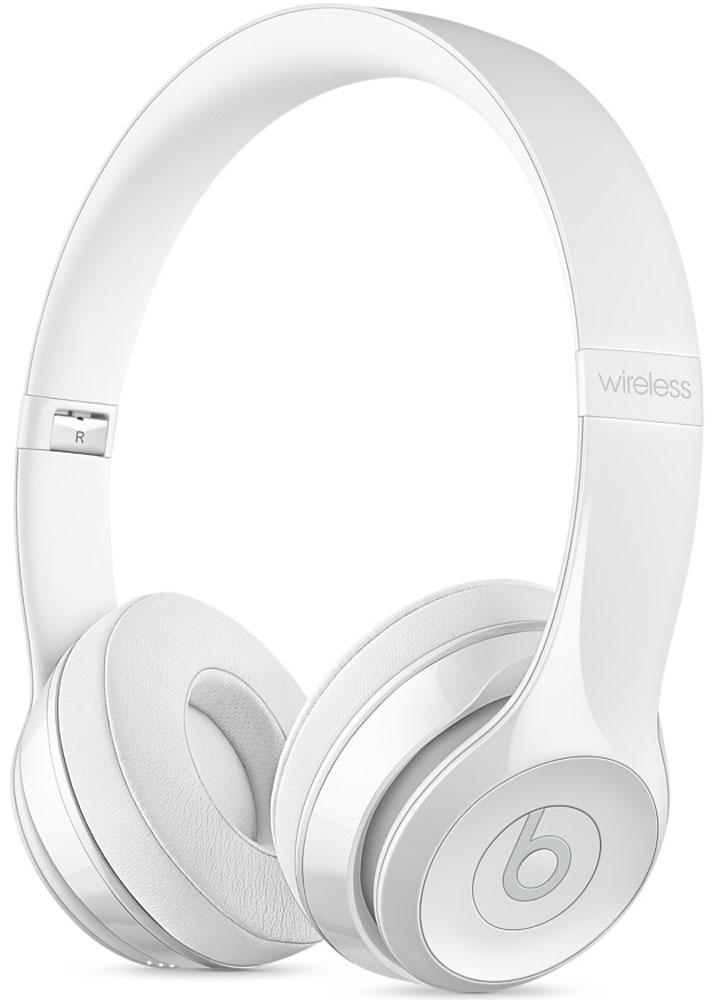 Beats Solo3 Wireless, White наушникиMNEP2ZE/AНаушники Beats Solo3 могут работать до 40 часов без подзарядки, чтобы вы могли пользоваться ими каждый день. 5-минутной зарядки Fast Fuel хватит ещё на 3 часа воспроизведения. Фирменное звучание Beats в наушниках с технологией Bluetooth класса 1 будет сопровождать вас повсюду - куда бы вы ни отправились. Расположение чашек с мягкими амбушюрами можно регулировать - вы сможете носить их целый день. Беспроводные наушники готовы к работе в любой момент. Включите их и поднесите к своему iPhone - они мгновенно подключатся к нему, а заодно и к вашим Apple Watch, iPad и Mac. В Solo3 с технологией Bluetooth класса 1 вы сможете слушать музыку где бы вы ни были. Неотъемлемая черта Beats Solo3 - знаменитое звучание Beats. Точная настройка акустической системы обеспечивает чистое сбалансированное звучание в широком диапазоне. Мягкие удобные чашки блокируют внешние шумы и позволяют вам услышать все оттенки любимой музыки. В беспроводных наушниках с...