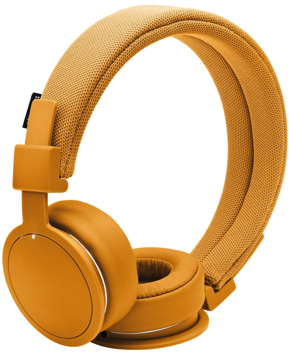 Urbanears Plattan ADV, Bonfire Orange наушники15118185Plattan ADV - это первые Bluetooth-наушники в ассортименте Urbanears. Они оснащены встроенным микрофоном, имеют световой индикатор состояний на чашке излучателя и готовы работать 14 часов без подзарядки. Передвигайтесь свободно, принимайте звонки и слушайте музыку на ходу без путающихся проводов. Нет кабеля – нет проблем! Plattan ADV оснащены съёмным оголовьем и амбушюрами, которые можно подвергать машинной стирке вместе с одеждой. Всегда свежие впечатления даже от знакомой музыки! ZoundPlug – это разъём, позволяющий поделиться вашей музыкой с другом. Просто подключите его наушники к вашим Plattan ADV Wireless через свободный порт.