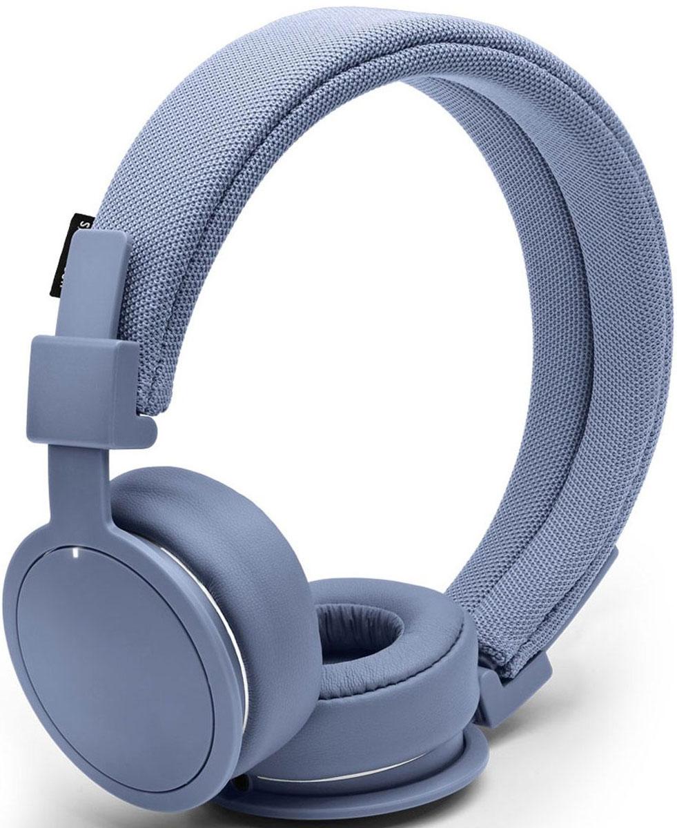Urbanears Plattan ADV, Sea Grey наушники15118793Plattan ADV - это первые Bluetooth-наушники в ассортименте Urbanears. Они оснащены встроенным микрофоном, имеют световой индикатор состояний на чашке излучателя и готовы работать 14 часов без подзарядки. Передвигайтесь свободно, принимайте звонки и слушайте музыку на ходу без путающихся проводов. Нет кабеля - нет проблем! Plattan ADV оснащены съёмным оголовьем и амбушюрами, которые можно подвергать машинной стирке вместе с одеждой. Всегда свежие впечатления даже от знакомой музыки! ZoundPlug - это разъём, позволяющий поделиться вашей музыкой с другом. Просто подключите его наушники к вашим Plattan ADV Wireless через свободный порт.