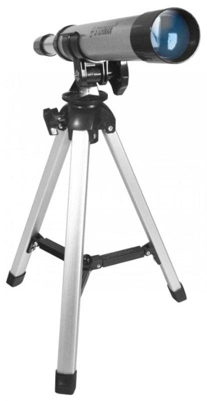 Sturman F30030TX телескоп4230Sturman 30030ТХ - линзовый телескоп-ахромат начального уровня с фиксированным увеличением 30х, подойдёт для любознательных школьников и детей старше 6 лет. Сборка и установка на штатив не требуют дополнительных знаний или инструментов, 5 минут - и телескоп готов к обзорным наблюдениям ночного неба. Упакуйте оптическую трубу, штатив и аксессуары в компактный пластиковый чемоданчик с крепкой ручкой, и спокойно перевозите инструмент в машине или несите в руках - всё будет в целости и сохранности. Рефракторы менее чувствительны к неблагоприятным эксплуатационным условиям, чем рефлекторы, и не требует дополнительной юстировки. Ахроматический объектив используется для уменьшения хроматизма и аберраций. Труба телескопа устанавливается на обычную вилочную альт-азимутальную монтировку, оснащённую одним крепёжным винтом. Управление и наведение выполняется вручную, не требует специфических знаний и под силу каждому школьнику. С помощью Sturman F30030 TX и под чутким...