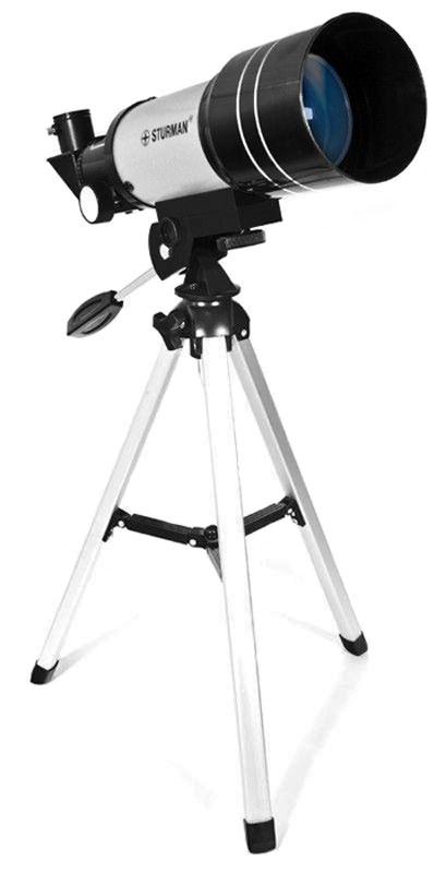 Sturman F30070М телескоп2709Телескоп Sturman F30070M - прекрасный оптический инструмент для первого знакомства с удивительным миром астрономических наблюдений. Оптическая схема телескопа - ахроматический рефрактор с диаметром объектива 70 мм и фокусным расстоянием 300 мм. Максимальное полезное увеличение, которого можно добиться на этой модели телескопа составляет 175 крат. При использовании штатных аксессуаров, например Линзы Барлоу Зх совместно с окуляром 6мм вы получите увеличение 150х, чего будет достаточно не только для наблюдений за планетами Солнечной системы, но также и за объектами сверхдальнего космоса. Телескоп установлен на альт-азимутальной монтировке, которая не требует настройки перед наблюдениями и чрезвычайно проста в использовании. Монтировка имеет удлиненную ручку управления, с помощью которой вы сможете без труда навести свой телескоп на интересующий вас объект. Следует отметить, что Sturman F30070M также можно использовать и в качестве мощной подзорной...