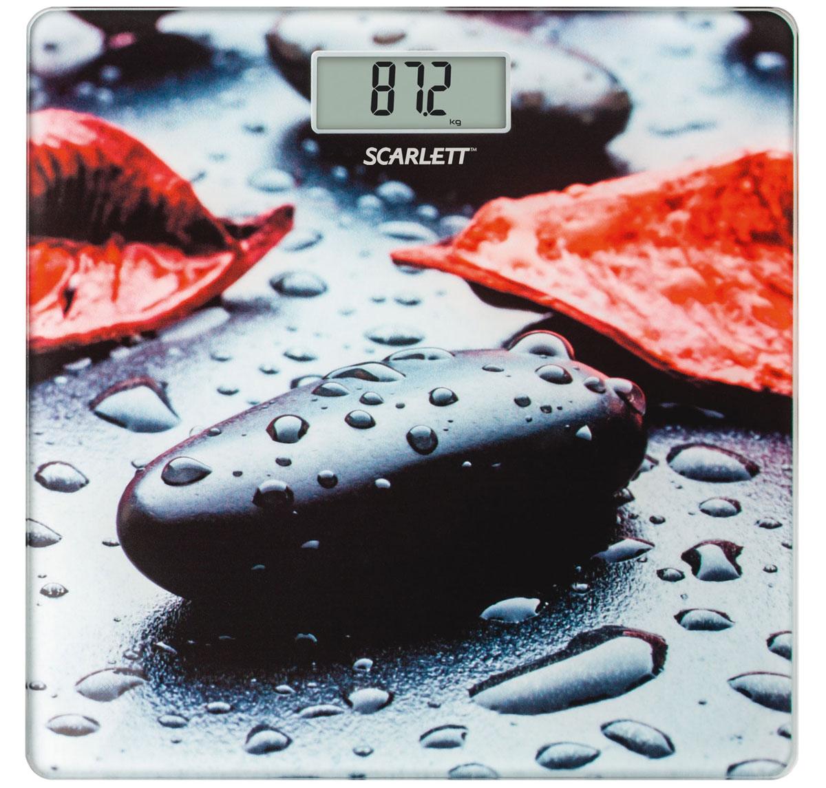 Scarlett SC-BS33E052 Rock весы напольныеSC-BS33E052Напольные весы Scarlett SC-BS33E052 имеют уникальный дизайн платформы. Это простой и удобный способ контролировать свой вес. Максимальная нагрузка на данную модель может составлять 180 кг. При перегрузе загорится предупреждающий сигнал. Также специальная индикация сообщит пользователям о необходимости замены элемента питания. Чтобы весы начали работать, достаточно просто встать на них. После взвешивания прибор отключится самостоятельно. Высокочувствительные датчики Индикатор перегрузки Индикатор батарейки Цифровой жидкокристаллический дисплей Прорезиненные ножки