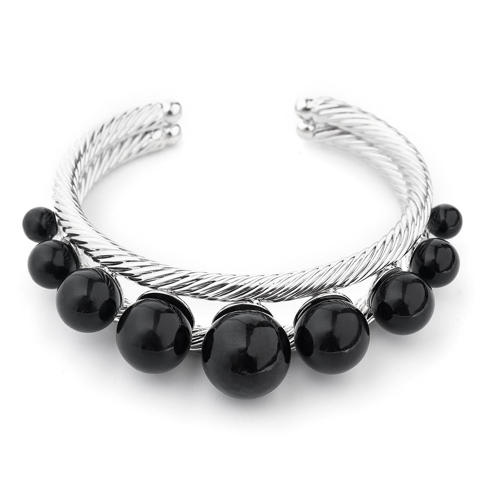 Браслет Selena, цвет: серебристый, черный. 4006138040061380Изящный браслет Selena изготовлен из латуни и искусственного жемчуга. Гальваническое покрытие: родий. Стильный браслет поможет дополнить любой образ и привнести в него завершающий яркий штрих.