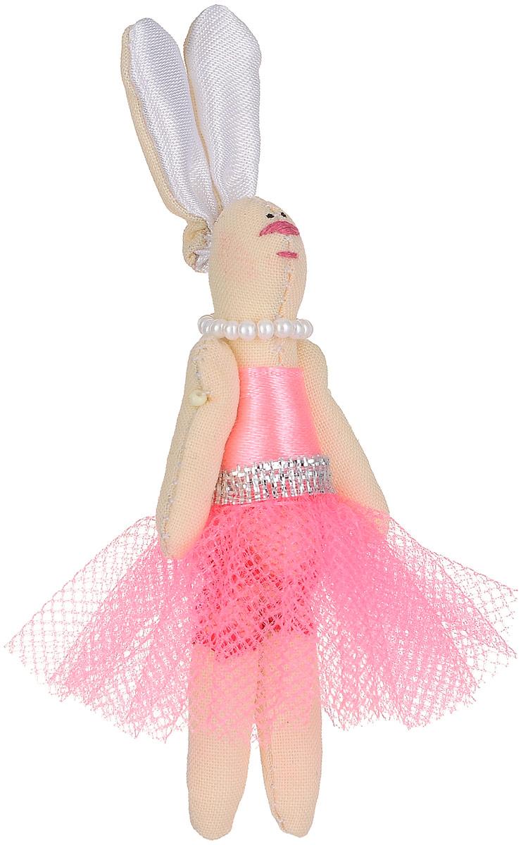 Брошь Зая-принцесса в розовом платье, 7 х 3 см. Ручная работа. Автор Леся КелбаВАН_KELBA_30Оригинальная брошь Зая-принцесса изготовлена из качественного текстиля. Брошь выполнена в виде фигурки симпатичного животного с подвижными лапками и длинными ушками. Фигурка одета в платье с пышной юбкой и бусы. Товары KELBA создается вручную и с хорошим настроением, чтобы вам принести позитив и удовольствие. Тип крепления - булавка с застежкой. Брошь можно носить на одежде, шляпе, рюкзаке или сумке. Ручная работа. Автор Леся Келба. Просим обратить ваше внимание на то, что работа, выполненная на заказ, может незначительно отличаться от представленной на фото, так как это авторская работа.