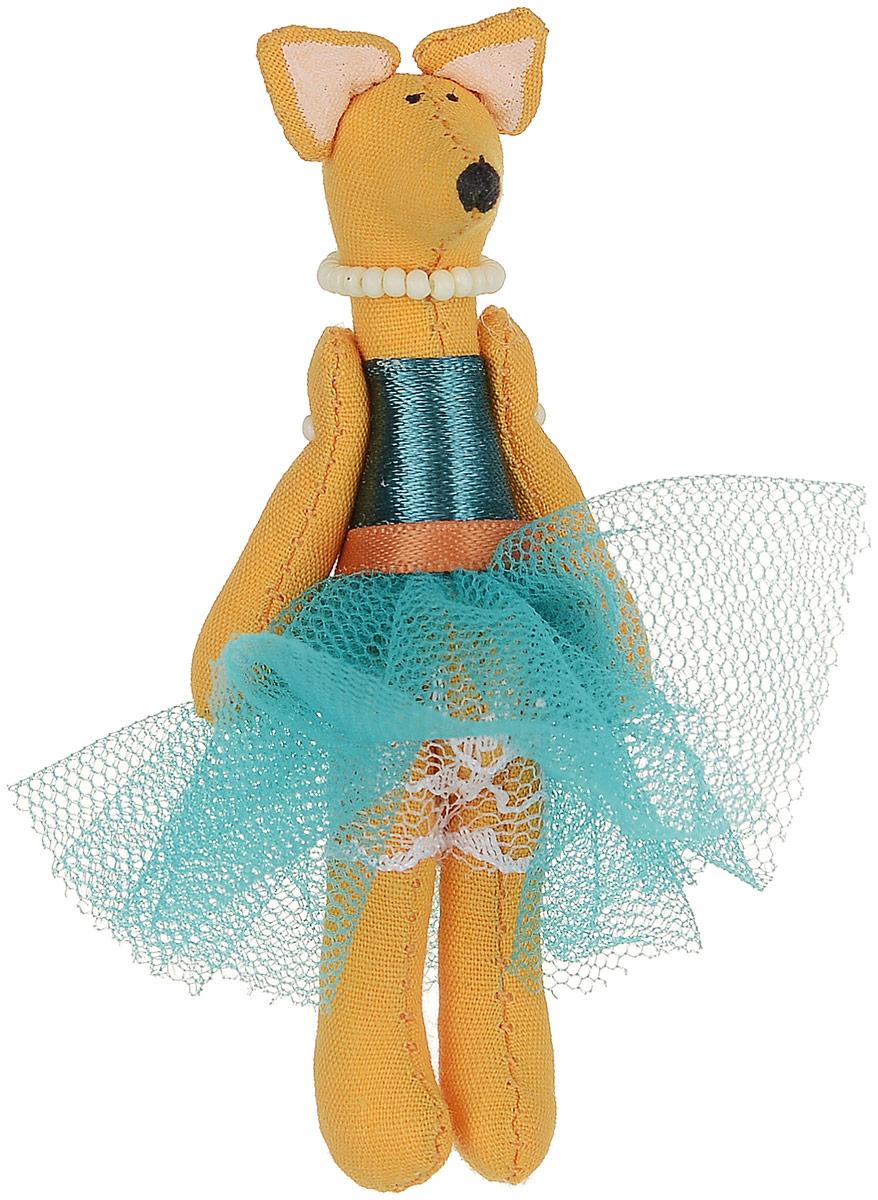 Брошь Лисичка-принцесса в бирюзовой юбке, 7,5 х 3 см. Ручная работа. Автор Леся КелбаВАН_KELBA_19Оригинальная брошь Лисичка-принцесса в бирюзовой юбке изготовлена из качественного текстиля. Брошь выполнена в виде фигурки забавной лисички в пышной юбочке и с бусами на шее. Товары KELBA создается вручную и с хорошим настроением, чтобы вам принести позитив и удовольствие. Тип крепления - булавка с застежкой. Брошь можно носить на одежде, шляпе, рюкзаке или сумке. Ручная работа. Автор Леся Келба. Просим обратить ваше внимание на то, что работа, выполненная на заказ, может незначительно отличаться от представленной на фото, так как это авторская работа.