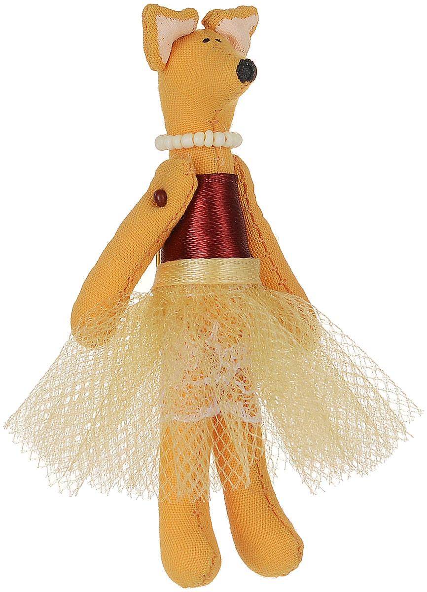 Брошь Лисичка-принцесса в золотой юбке, 7,5 х 3 см. Ручная работа. Автор Леся КелбаВАН_KELBA_18Оригинальная брошь Лисичка-принцесса в золотой юбке изготовлена из качественного текстиля. Брошь выполнена в виде фигурки забавной лисички в пышной юбочке и с бусами на шее. Товары KELBA создается вручную и с хорошим настроением, чтобы вам принести позитив и удовольствие. Тип крепления - булавка с застежкой. Брошь можно носить на одежде, шляпе, рюкзаке или сумке. Ручная работа. Автор Леся Келба. Просим обратить ваше внимание на то, что работа, выполненная на заказ, может незначительно отличаться от представленной на фото, так как это авторская работа.