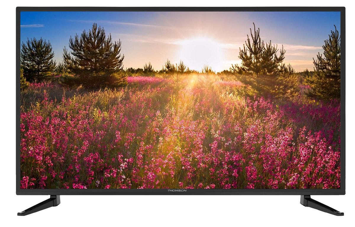 Thomson T28D21DH-01B телевизорT28D21DH-01BТелевизор Thomson T28D21DH-01B с диагональю экрана 28 дюймов оборудован LED подсветкой и поддерживает разрешение HD (1366х768). Оснащен системой динамиков 2.0, выдающих звук общей мощностью 16 Вт. Источником сигнала для качественной реалистичной картинки служат не только цифровые эфирные и кабельные каналы, но и любые записи с внешних носителей, благодаря универсальному встроенному USB медиаплееру. 3 HDMI-порта позволяют подключать современные устройства. Thomson T28D21DH-01B обладает рядом функций, позволяющих добиться наилучшего качества картинки и звука. В их числе шумоподавление. Кроме того, телевизор оснащен удобной функцией TimeShift, благодаря которой при условии подключения к ТВ USB-накопителя, телевизионные трансляции можно ставить на паузу.