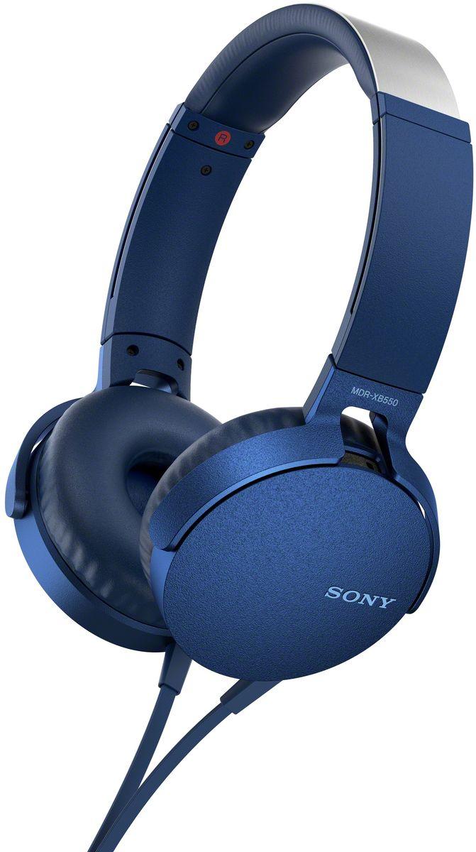 Sony XB550AP Extra Bass, Blue наушники92477111Sony XB550AP Extra Bass - наушники для тех, кто любит мощные басы. Прочувствуйте мощь басов в любимых композициях с технологией EXTRA BASS, а яркие цвета наушников наполнят вас энергией и подчеркнут ваш стиль. Переключайтесь с музыки на вызов одним нажатием кнопки на встроенном пульте с микрофоном. Слушайте любимую музыку часами: благодаря мягким ушным накладкам и регулируемому металлическому ободу ваши уши не устанут. Смелый, стильный дизайн этих наушников создан для неординарных людей с хорошим вкусом. Легко управляйте треклистом и настройками звучания. Наушники оснащены встроенным пультом и микрофоном, так что вы сможете переключать треки и отвечать на звонки.