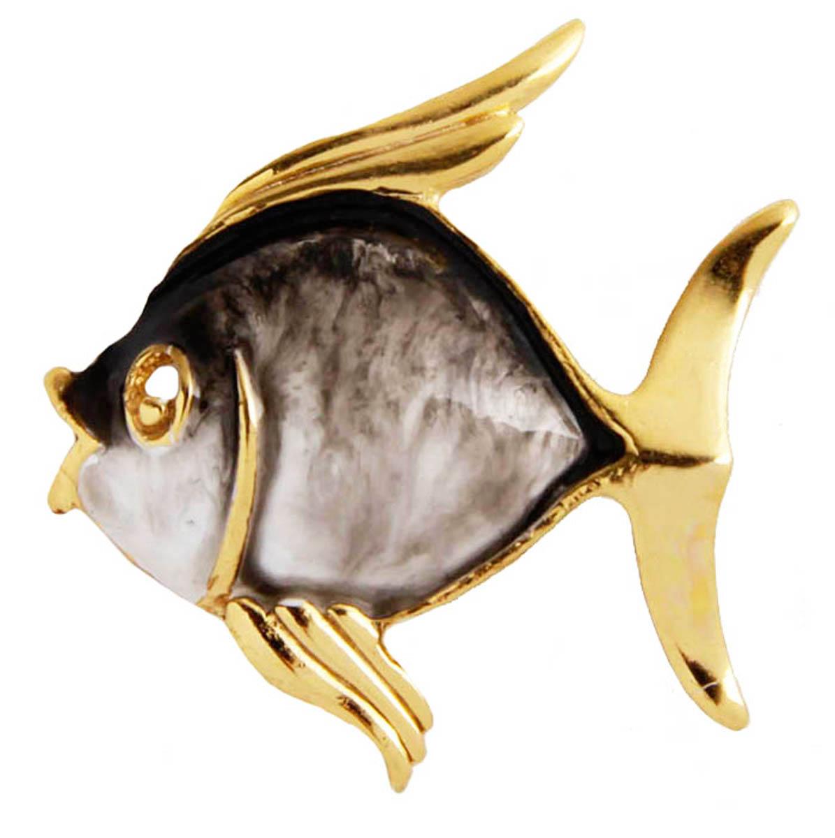Брошь Рыбка. Бижутерный сплав, эмаль. Франция, конец XX векаОС30311Брошь Рыбка. Бижутерный сплав, эмаль. Франция, конец ХХ века. Размер 3 х 3,5 см. Сохранность хорошая. Предмет не был в использовании. На обороте брошь имеет клеймо с серийным номером, что говорит об ее эксклюзивности. Брошь в виде рыбки выполненная из бижутерного сплава золотого цвета. Украшено изделие эмалью. Идеально подойдет для стильных и ярких. Это оригинальное украшение идеально дополнит образ, привлекая к вам множество взглядов!