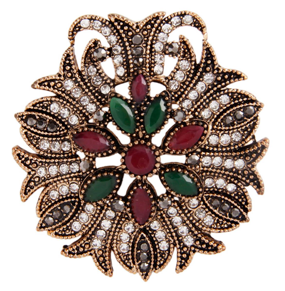 Брошь Великолепие в византийском стиле. Бижутерный сплав, австрийские кристаллы, искусственные камни. Конец XX векаОС30204Брошь Великолепие. Бижутерный сплав, австрийские кристаллы, искусственные камни. Конец ХХ века. Размер 5 х 4,5 см. Сохранность хорошая. Предмет не был в использовании. Изящное украшение выполнено в ярко выраженном византийском стиле. Брошь украшена целой россыпью австрийских страз, инкрустированы имитацией драгоценных камней. Представленное вашему вниманию изделие отличается высоким уровнем мастерства исполнения, оригинальным авторским дизайном. Этот аксессуар станет изысканным украшением для романтичной и творческой натуры и гармонично дополнит Ваш наряд, станет завершающим штрихом в создании образа.