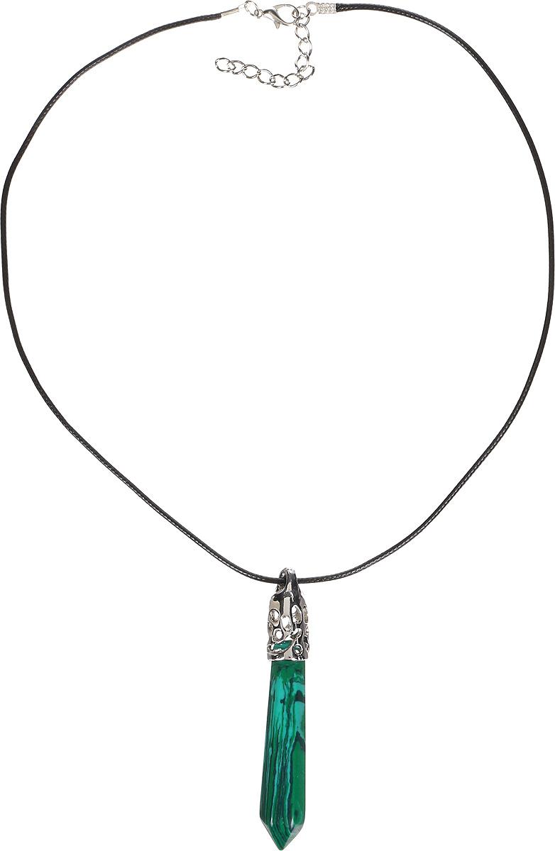 Кулон Револю Кристалл, цвет: зеленый. ПД-кам1304ПД-кам1304Кулон в комплекте со шнурком. Длина шнурка 45 см и удлиняющая цепочка 4 см. Волшебник малахит - это один из самых привлекательных поделочных камней! Зелёные затейливые орнаменты малахита настолько нежны и прелестны, что напоминают зелёный восточный шёлк! Сделать свой образ чарующим и волшебным так легко, когда у вас есть украшения из шёлкового малахита!
