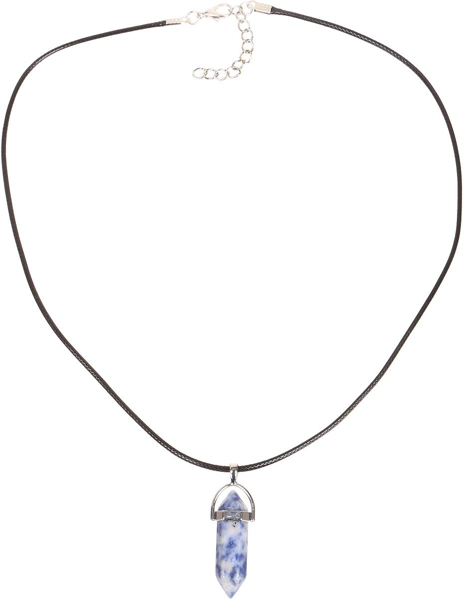Кулон Револю Кристалл, цвет: синий. пд-кам2603пд-кам2603Кулон в комплекте со шнурком. Длина шнурка 45 см и удлиняющая цепочка 4 см. Синий содалит - это камень очаровательный и яркий. Он имеет цвет тёплого тропического моря. Завораживающий цвет содалита особенно понравится обладательницам синих глаз - ведь с этим чудесным украшением, в котором сияет синий содалит, ваши чарующие очи засияют, словно звёзды!