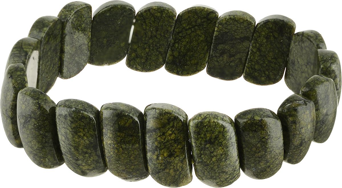 Браслет Револю Испания, цвет: зеленый. бНЗМ-36(17)-2бНЗМ-36(17)-2Ах, какой браслет! Сразу две необычности бросаются в глаза! Первая - это удивительный материал, тёмно-зелёный, словно мох, змеевик, необыкновенно красивый камень! Вторая особенность - это прелестный дизайн! Чудесное украшение похоже на страстный хоровод бегущих и танцующих зажигательный танец пластин! Динамичное украшение - прекрасный вариант для подвижных и энергичных особ! Эта черта характера достойна того, чтобы подчеркнуть её симпатичным украшением! Заметный браслет, темнеющий на ухоженной руке, много расскажет о вас и привлечёт к вам