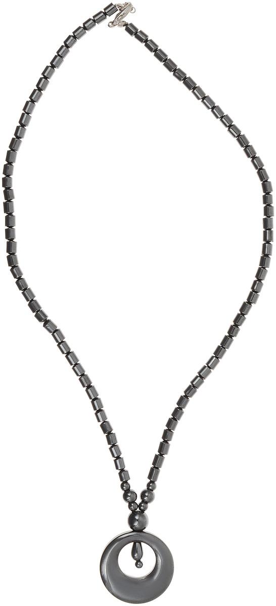 Колье Револю Бергамо, цвет: серый. П7742П7742Длина колье: 48 см. Размер подвески: 3,0 х 3,7 см. О, это украшение выглядит так, словно его покрывает напыление из чёрного металла! Между тем, это камень, и притом очень очаровательный и эффектный - это гематит! Необыкновенный вид этого неординарного камня каждому украшению придаёт нетрадиционное звучание, но эта вещица по-особенному хороша!