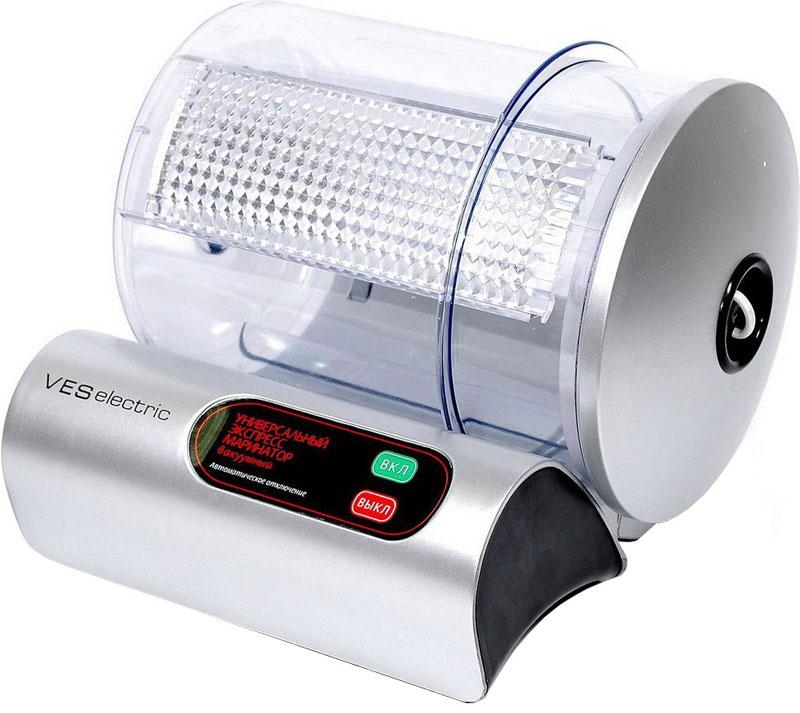 Ves VMR-10-S маринаторVMR-10-SМаринатор Ves VMR-10-S ускорит время, необходимое для мариновки продуктов, и облегчит процесс. Просто разместите продукты в специальной емкости, добавьте приправы и включите прибор. За очень короткий срок вы сможете замариновать мясо для шашлыка, приготовить прекрасную закуску - маринованные огурчики, корейскую морковь, разнообразные салаты и сотни других блюд, в основу которых входит маринад. Работа маринатора заключается в создании вакуума и вращения канистры для равномерного распределения маринада. Волокна различных пищевых тканей, открываются, позволяя маринаду полностью проникнуть в пищу. Рабочую емкость можно использовать как самостоятельный вакуумный контейнер и хранить в нем пищу в холодильнике, что на порядок увеличивает срок хранения продуктов. Максимальная масса загрузки: 2,3 кг Мытье в посудомоечной машине (канистра) Индикатор работы