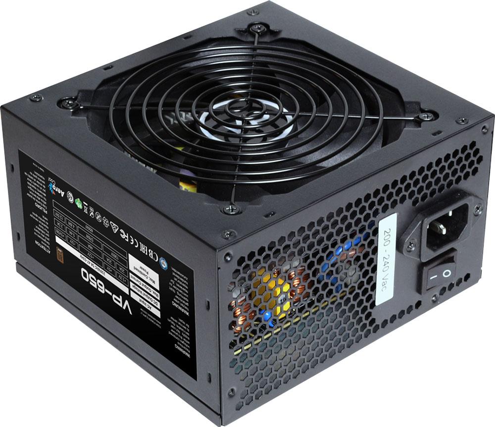 Aerocool VP-650 блок питания для компьютера4713105957051Блок питания Aerocool VP-650 из классической линейки VP с сертификатом эффективности 80PLUSBronze был доработан и улучшен Aerocool. Теперь при обычной нагрузке его вентилятор работает на малых оборотах и практически не шумит. Как и его предшественники в линейке VP, этот тихий и эффективный блок питания сочетает в себе классический корпус чёрного цвета и высококачественные компоненты, которые обеспечивают высокую производительность и совместимость. Количество лопастей вентилятора увеличено до 9, чтобы усилить воздушный поток. L-образный радиатор создаёт больше площади для рассеивания тепла. Благодаря увеличенной толщине медных проводов в катушке блок питания меньше греется. Новые МОП-транзисторы TO-247 обеспечивают меньшее термическое сопротивление, чем транзисторы TO-220. Блок питания Aerocool VP-650 полностью защищён от перегрузки по мощности и по напряжению, от низкого напряжения, от короткого замыкания в сети и от перегрева.