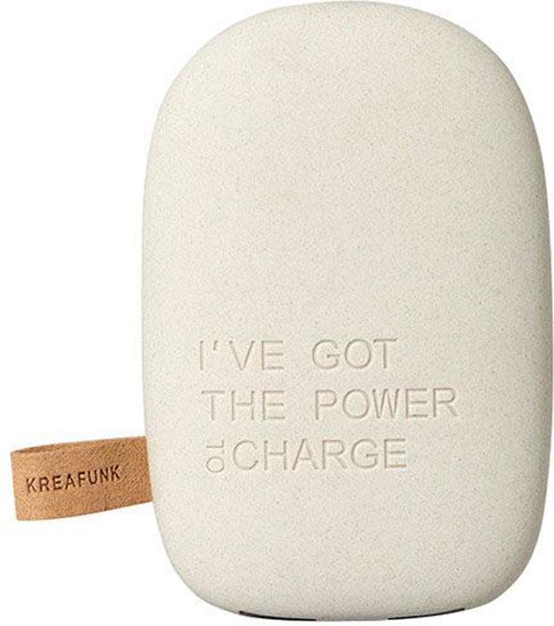 Kreafunk toCHARGE, Light Grey внешний аккумуляторKfsk78Небольшой и изящный аккумулятор в стильном дизайне. toCHARGE гарантирует, что ваш смартфон, планшет или другие портативные устройства не останутся без энергии. Благодаря компактному размеру аккумулятор удобно носить с собой. Он идеально подходит для путешествий, долгих прогулок или встреч вне дома или офиса. В корпусе предусмотрено два USB порта, что позволяет одновременно заряжать два устройства. Мешок для хранения в комплекте. Аккумулятор упакован в красивую деревянную коробку, которую украшают слова из популярного сингла 90-х: «I've got the power». Технические характеристики: Литиевый аккумулятор 6000 мАч 4 LED светоиндикатор оставшейся емкости батареи и статуса зарядки Встроенный микропроцессор для предотвращения избытка и недостатка зарядки, перегрузки и короткого замыкания Подходит для iPhone Android, PSP, MID, мобильных телефонов, MP3, GPS и похожих устройств Автоматическое включение и выключение питания Выходная мощность 5В/1A & 5В/2.1A ...