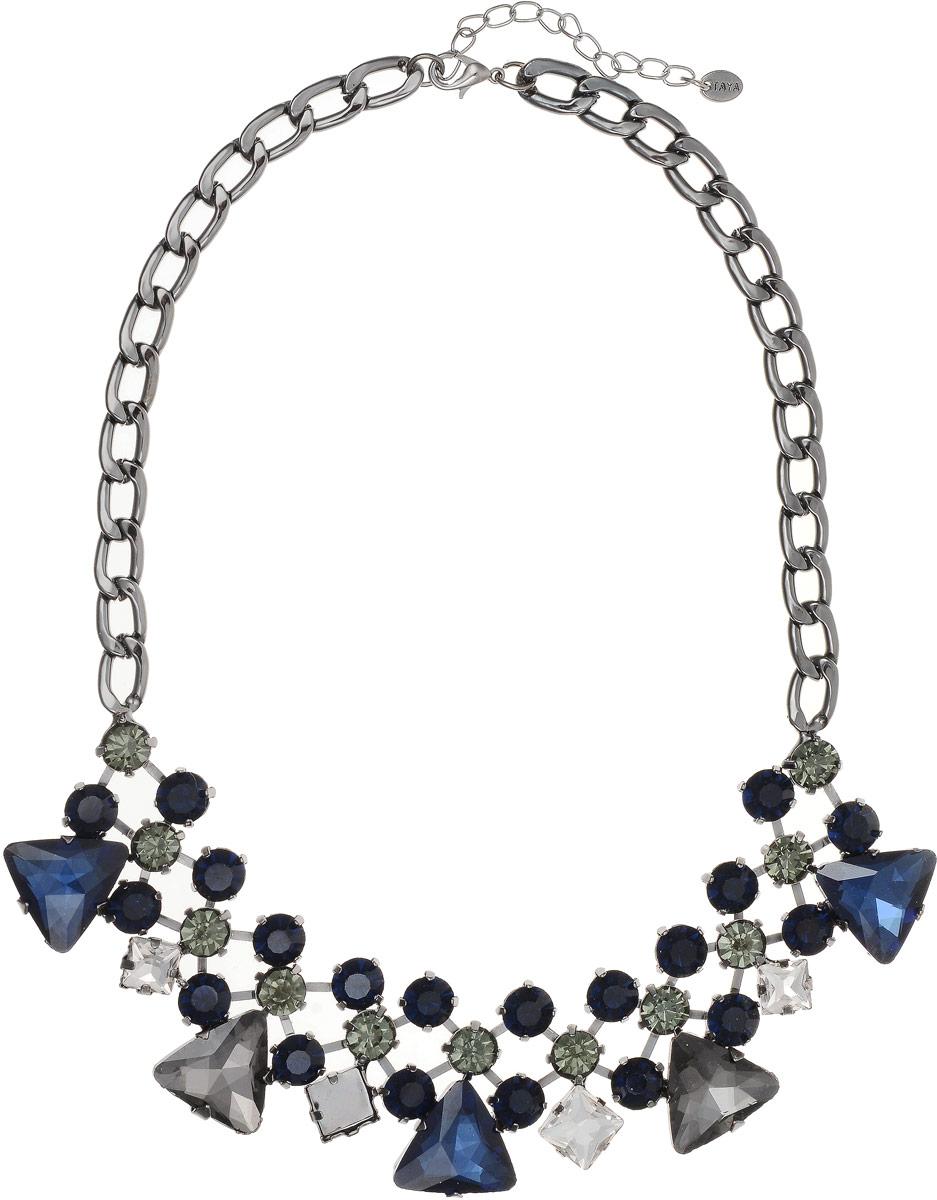 Колье Taya, цвет: серебристый, синий. T-B-8967T-B-8967-NECK-SL.BLUEКолье выполнено из крупных цепей с удлиняющей цепочкой с замочком-карабином. Колье изготовлено в темном серебре, прозрачными и серо-зелеными кристаллами. Цепь имеет плоскую форму, в центре графическая решетка со стразами в кропановых закрепках.
