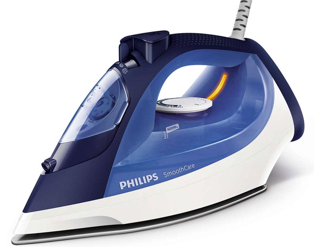 Philips GC3580/20 утюгGC3580/20Паровой утюг Philips GC3580/20 оснащен системой капля-стоп, поэтому вы сможете гладить даже деликатные ткани при низкой температуре, не беспокоясь о появлении пятен воды на одежды. Функция очистки от накипи Calc Clean очищает утюг Philips от известкового налета, продлевая срок службы утюга. Паровой утюг Philips обеспечивает постоянную подачу пара до 40 г/мин, обеспечивая оптимальное количество пара для разглаживания складок. Функцию парового удара можно использовать для вертикального отпаривания и устранения жестких складок. Удобное глаженье без частого долива воды. Большой резервуар для воды 400 мл обеспечивает более долгое глаженье и не требует частого наполнения. Простое управление за счет больших кнопок и удобного парорегулятора. Керамическая подошва EasyFlow устойчива к царапинам, хорошо скользит и удобна в очистке.