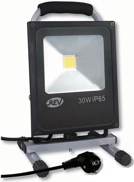 Прожектор светодиодный REV Ultra Slim, на подставке, провод 3 м, 30 W, 6500 К. 32314 332314 3Светодиодный супертонкий прожектор с ручкой, на подставке, с проводом 3м и вилкой. Предназначен для освещения большого пространства или подсветки объектов и сооружений различного назначения. Корпус прожектора выполнен из металла. В качестве рассеивателя используется ударопрочное прозрачной стекло. Светоотражатель - алюминиевая фольга. Конструкция и применяемые при изготовлении материалы обеспечивают высокую механическую прочность и защиту от пыли и влаги по классу IP65. Эффективность >80Лм/Вт. Потребляемая мощность 30Вт. Прочная металлическая подставка позволяет установить прожектор на горизонтальной поверхности и регулировать направление светового потока как по вертикали, так и по горизонтали.