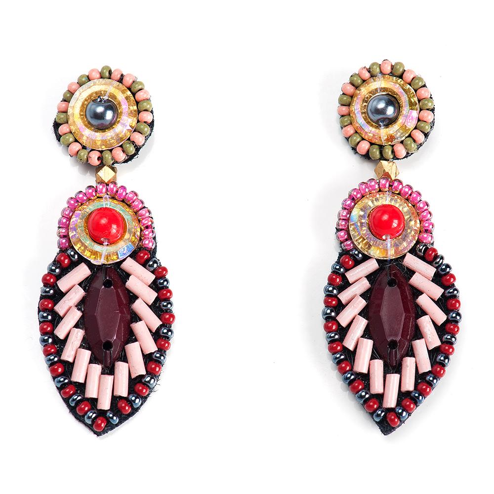 Серьги женские Selena, цвет: бордовый, красный, розовый. 2009495020094950Бисер, ювелирная смола, искусственный жемчуг, изнанка-натуральная замша, латунь. Гальваническое покрытие: золото., длина серег 5.5 см ширина 2 см