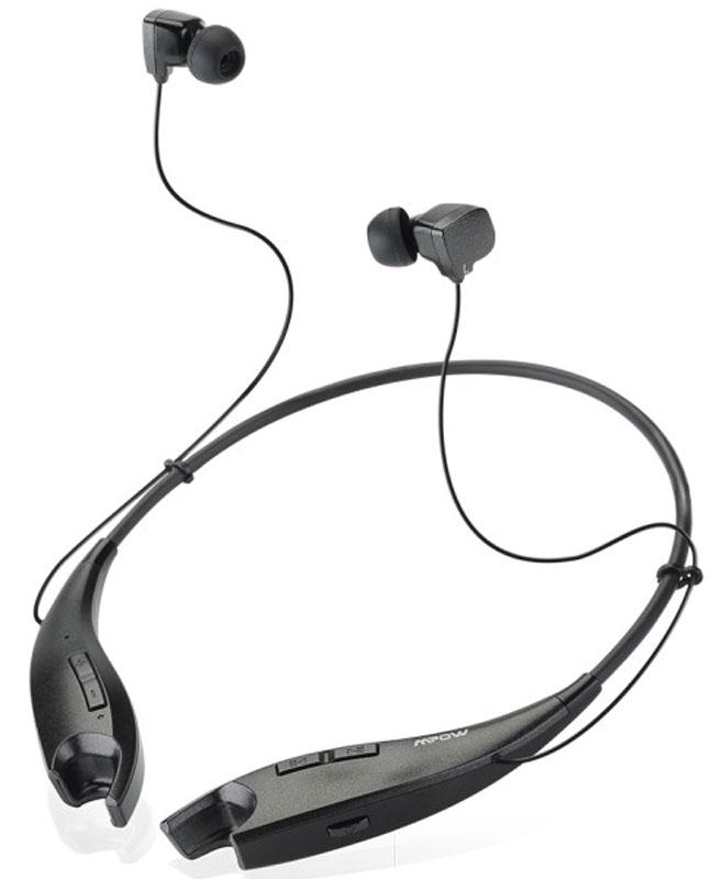 Mpow Jaws, Black беспроводные наушникиMBH25Беспроводные наушники-вкладыши с шейным ободом Mpow Jaws прекрасно подходят для пользователей, ценящих качество и активный стиль. С этими наушниками прослушивание любимой музыки станет еще приятнее, а звучание поразит своей чистотой и качеством. Наушники автоматически переключаются с воспроизведения музыки на прием телефонных звонков. Разговаривайте с друзьями не доставая телефон во время работы, на улице или в транспорте. Гибкий и прочный силиконовый шейный обод наушников весит всего 30 грамм, он на 60% легче ободов обычных головных наушников. Обод удобно сидит на шее, на нем расположены эргономичные кнопки для управления музыкой и регулировки громкости звука. Когда вы не используете наушники-вкладыши, то вставляете их в специальные отверстия на концах обода: встроенные магниты притягивают друг к другу концы обода и он превращается в ожерелье на вашей шее. Технология Bluetooth 4.1 обеспечивает беспрерывную передачу четкого высококачественного...