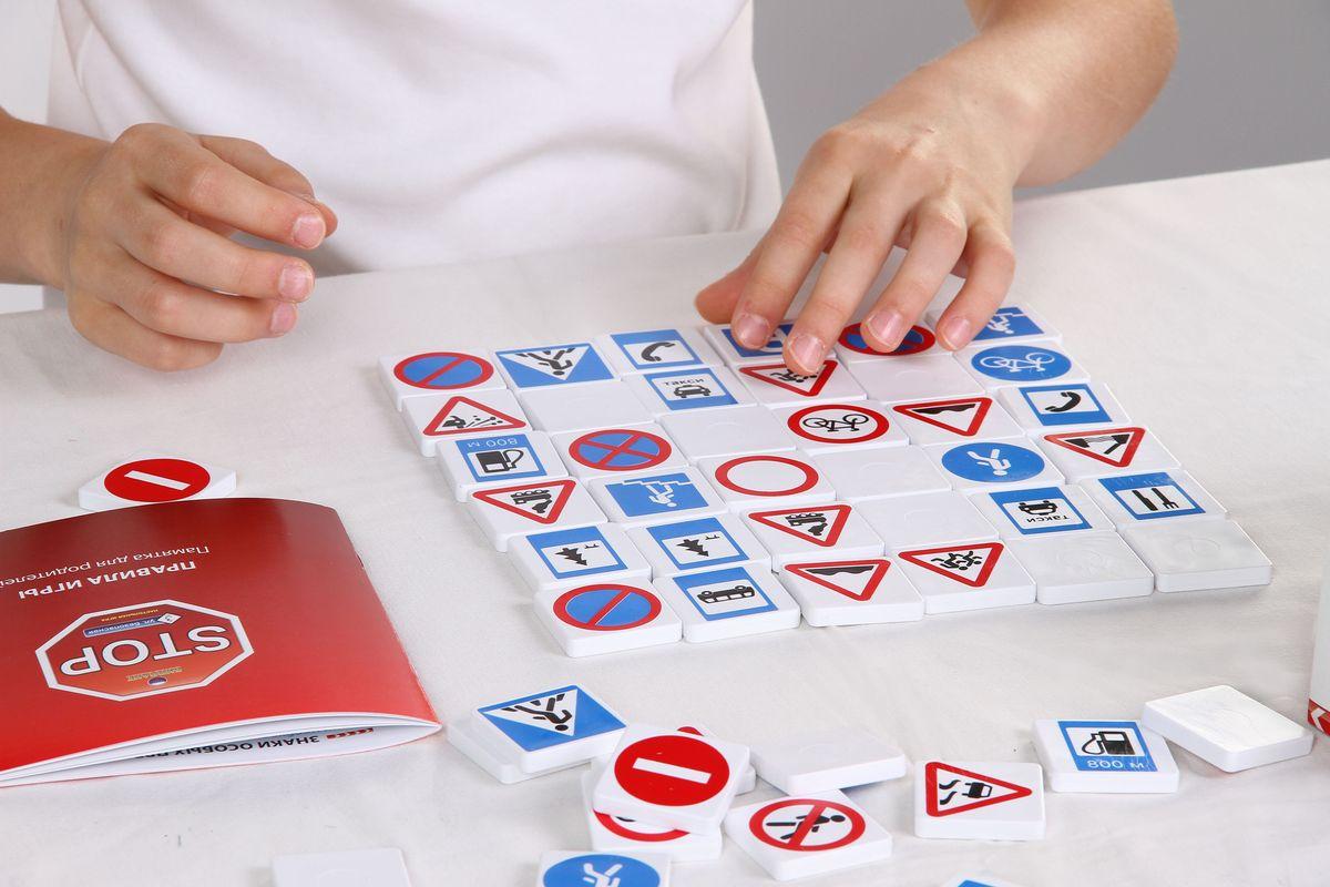 Биплант Обучающая игра Безопасность на Дороге10033Увлекательная настольная игра для знакомства с дорожными знаками и правилами поведения юного пешехода.